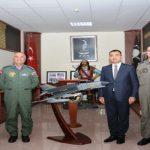 Vali toprak 7. Ana jet üs komutanlığını ziyaret etti