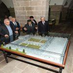 Elazığ Valisi Eskimalatya'daki Tarihi Mekanları Gezdi