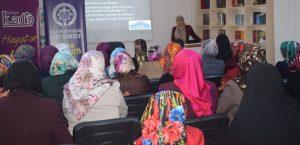 Kadınlara Ailede Problem Çözme Yöntemleri Anlatıldı