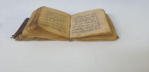 Malatya'da Polis 300 Yıllık Deri Kaplamalı Kitap Ele Geçirdi