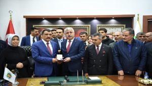 Büyükşehir Belediyesinde Devir Teslim Töreni