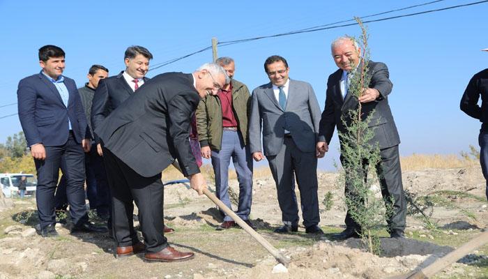 Battalgazi Belediyesi Bin Fidanı Toprakla Buluşturarak 'Geleceğe Nefes Ol'du