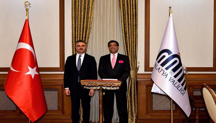Hindistan Büyükelçisi Sanjay Bhattacharyya Vali Baruş'u Ziyaret Etti