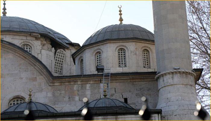 Tarihi Yeni Cami ibadete kapatıldı, Ulu Camide de hasar var