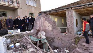 Vali Baruş Depremden Etkilenen Kale ve Merkez İlçelerinde İncelemelerde Bulundu