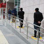 Elazığ Belediyesi Tarafından Banka Önlerinde Sosyal Mesafe Düzenlemesi