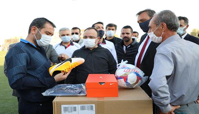 Başkan Serifoğulları,Amatör'e Malzeme Yardımı