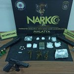 Malatya'da Polis Uyuşturucu Tüfek ve Tabanca Ele Geçirildi