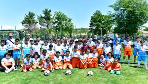 Başkan Çınar, Yeşilyurt Belediyespor Futbol Okulunu Ziyaret Etti