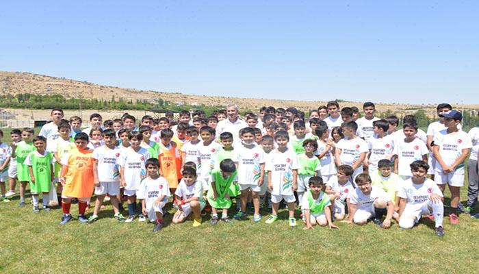 Başkan Çınar, 2.Yaz Spor Okullarını Ziyaret Ederek Sporcularla Bir Araya Geldi